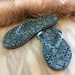 Vera Bradley slippers size large